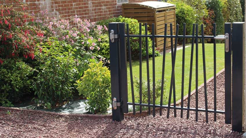 The fence with natural harmonious lines for green spaces