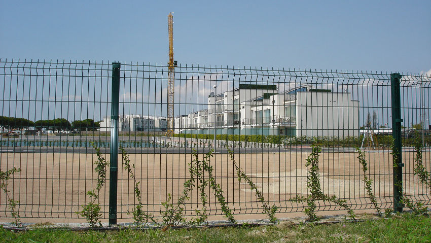 Resistant and corrosion-proof fences