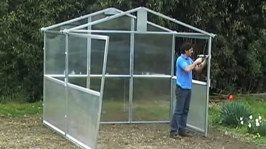 How to assemble a greenhouse polycarbonate