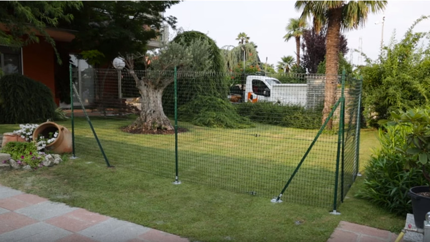 How to install the plastic fence net