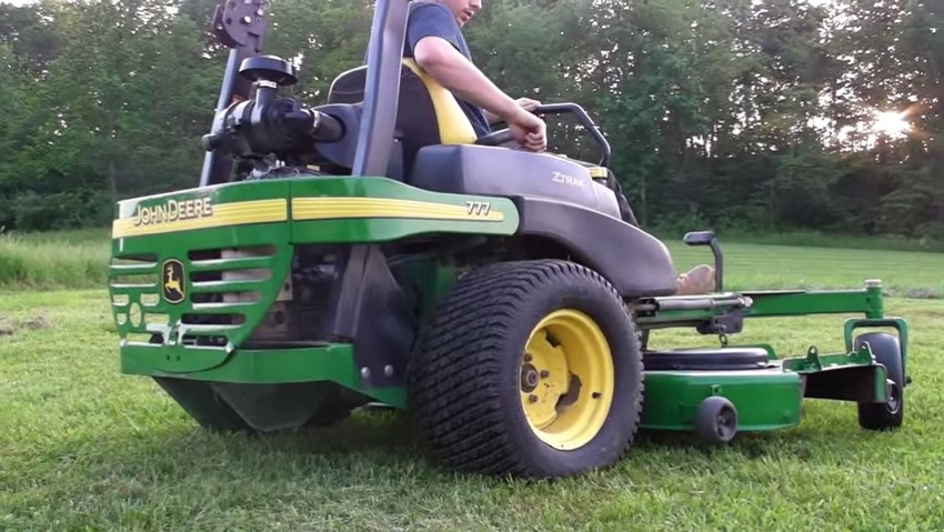 John Deere 777 Zero Turn 72 at work