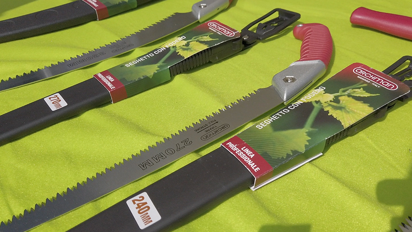 Lightweight and strong pruning saws