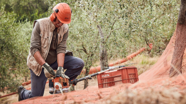 Lightweight and robust olive harvester with diagnosis system