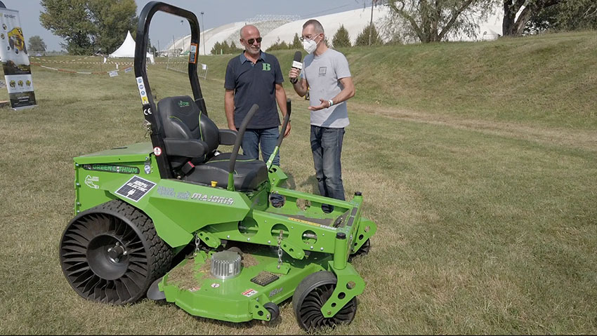 Professional zero turn battery powered electric tractor